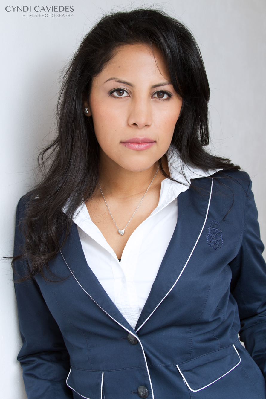 cyndi_caviedes_corporateheadshot_04